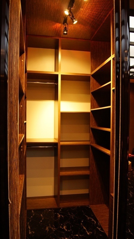 гардеробная комната узкая фото